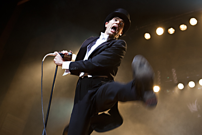 images/musicstage/hives1.jpg